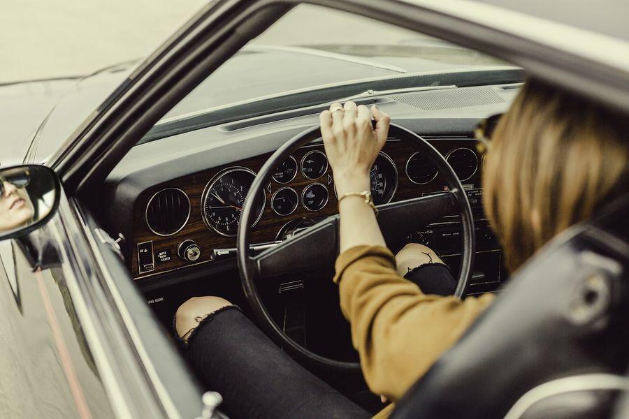 Wynajem auta kobieta